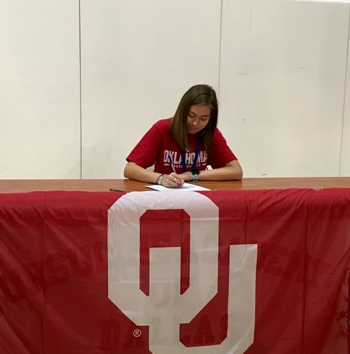 Elise Welch Signs with Oklahoma